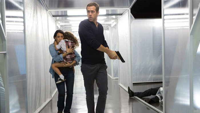 S_10749_R_CROP (l-r.) Madeline (Natalie Martinez) and daughter Anna (Jaynee-Lynne Kinchen) flee with Young Damian (Ryan Reynolds) in Gramercy Pictures' provocative psychological science fiction thriller Self/less, directed by Tarsem Singh and written by Alex Pastor & David Pastor. Credit: Alan Markfield / Gramercy Pictures
